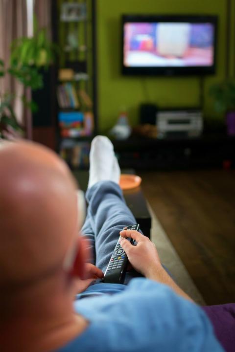 glosne ogladanie telewizji