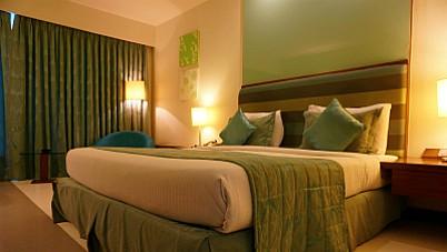 zielona sciana w sypialni