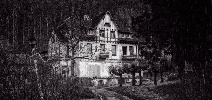 obecnosc nawiedzony dom
