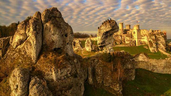 zamek ogrodzieniec widok ogolny