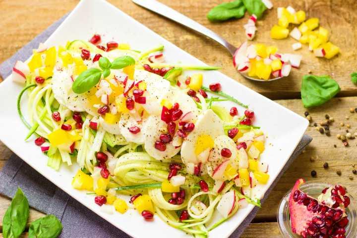 salatka z mozzarella i granatem