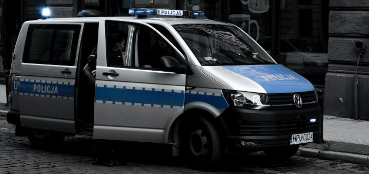 policjantki policjanci radiowóz